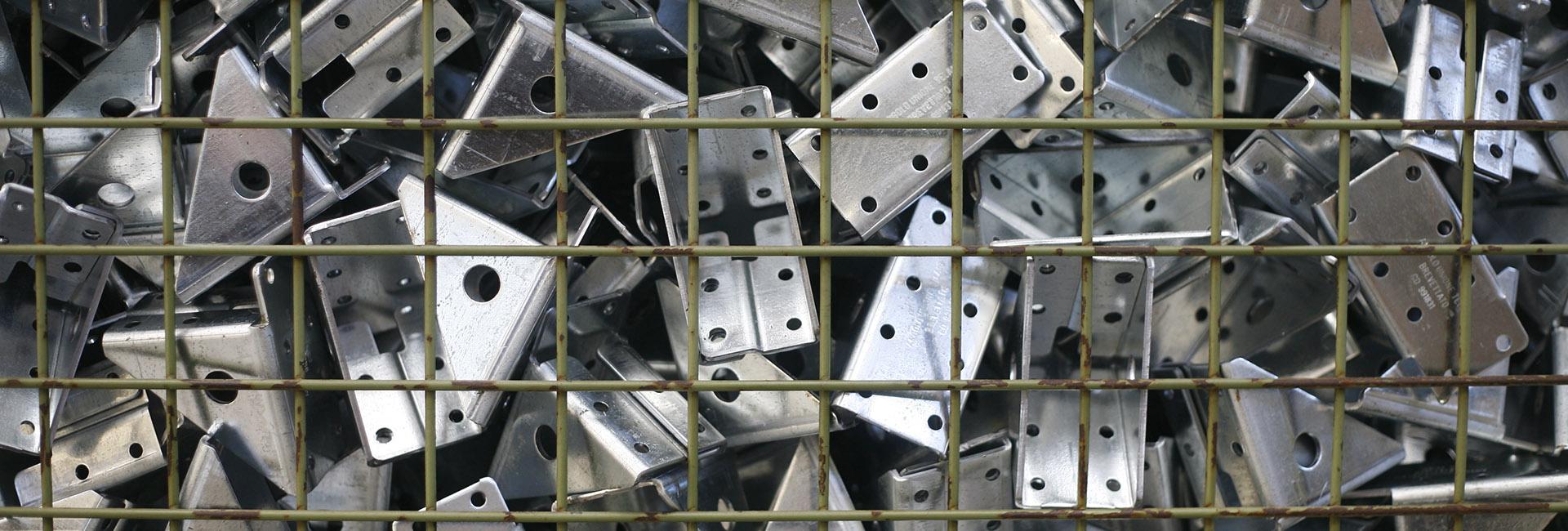 angolo di giunzione per contenitori industriali